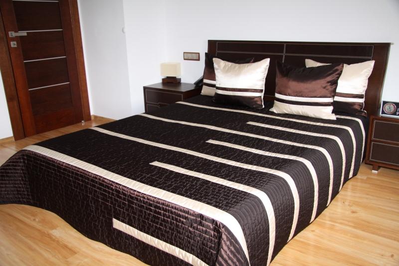 Oryginalne Czekoladowe Luksusowe Narzuty Na łóżka W Kremowe Paski